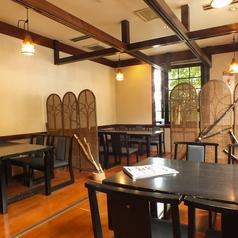 足に優しい和室用テーブル席あり。慶弔やご家族との会食に人気のお部屋。車椅子でもご利用頂けます。