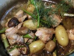 旨みたっぷり!博多地鶏と初秋の野菜のココット焼きフヌィユ風味