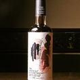 シングルモルトウイスキー 山崎蒸溜所〈リフィルシェリーカスク〉1度ウイスキーの熟成に使用したシェリーカスクに、再度ニューポットを樽詰めし、熟成を重ねることでうまれたウイスキーです。濃厚な香りや味わいが特長のファーストフィルと比較し、なめらかですっきりとした味わいが熟成の特長です。