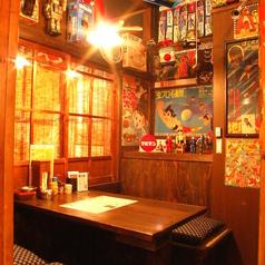 昭和レトロなテーマに合わせた個室席が多数!