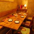 アンティークなテーブル&チェア。団体様にもご対応可能。