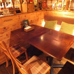 温かみのある木製のテーブルを囲んで、ゆっくりとお過ごしください♪アボカド好きな彼女や、健康志向の男子必見!
