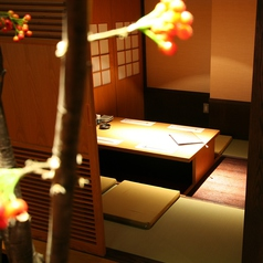 様々な「おもむき」ある個室でゆったりとお過ごし頂けます。店内の個室を少し案内致します。