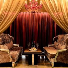 【カーテンソファー個室】窓際確約のソファー席。2名~6名までOK。※こちらは完全個室ではありません。レストラン内の半個室となります(フロア5F)
