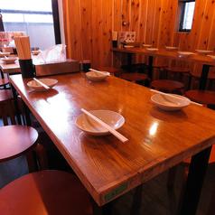 幅広く使えるテーブル席