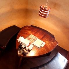 反個室風のテーブル席はゆったりと過ごせます♪