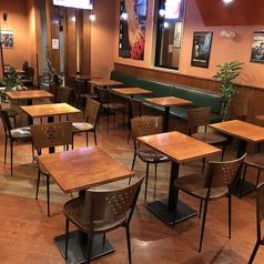 2名テーブル席は11卓のご用意がございます。