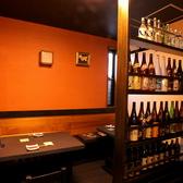 プレミアムな焼酎や、幻の泡盛まで、様々なお酒のボトルが並ぶ賑やかな店内!焼酎好きも唸らせる、豊富なラインナップが魅力です!