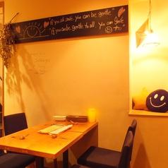 店内奥には広々とご利用頂けるテーブル席も完備。