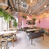 ピンクを基調とした店内はかわいらしい雰囲気♪インスタ映え間違いなしの店内です!
