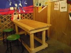 テーブルは、4名席×1卓、6名席×1卓。