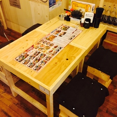 2~4名様用のテーブル席。