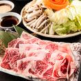 A5黒毛和牛をはじめ、牛タンや黒豚、牛もつなど、厳選食材を使用した自慢の鍋料理を豊富にご用意しております。中でも国産黒毛和牛を使用した、しゃぶしゃぶ鍋、すき焼き鍋は絶品です!見た目にもサシが綺麗に入った見事なお肉!その他にも、もつ、地鶏、黒豚、牛タンを使った鍋料理もご用意しております。