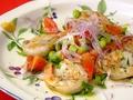 料理メニュー写真海老とスモークサーモンのマリネサラダ仕立て