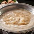 """【添加物無使用""""水炊き""""】鶏ガラと水を大鍋で8時間以上じっくり炊いた添加物無使用の水炊きは絶品♪滑らかでやさしい味わいの白濁スープは コラーゲンたっぷりです!"""