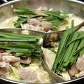 料理メニュー写真全部を堪能 三色もつ鍋