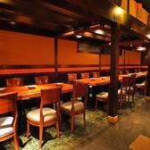 開放感のある広々とした和の空間。ご利用シーンに合わせてお席をご案内させていただきます。美味しい和食と優美な空間でおもてなし致します。