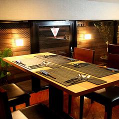8階テーブル席は広々6名テーブル2卓と2名テーブル1卓御座います!カジュアルなディナーから大切な接待までシーンに合わせてご利用下さい♪/窓3箇所(テラス含め)で換気も◎