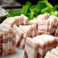 料理メニュー写真一日、??キロの国産豚バラをさばく!