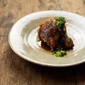 料理メニュー写真骨付き鶏の新子焼き タレ