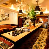 【1階】フロア中央には臨場感あるアイランドキッチンがあります♪お洒落なビストロを是非お楽しみ下さい!