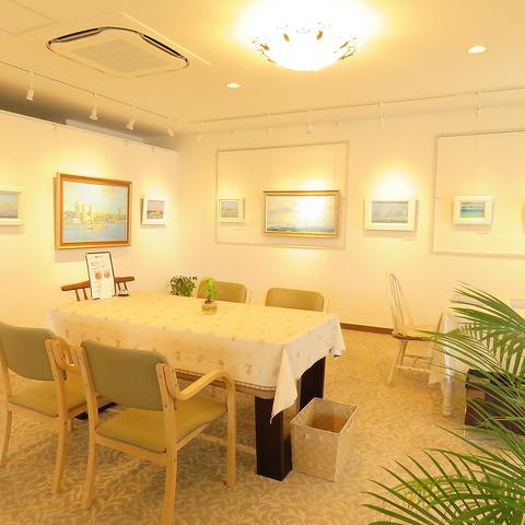 ギャラリーとして絵画の展示も☆ランチメニューやティータイムにお立ち寄りください。