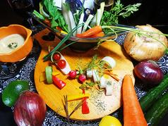 太陽をたっぷり浴びた野菜の朝摘みバーニャカウダ