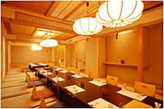 最大30席までの個室をご用意することができますので、同窓会・クラス会、ご法事、披露宴、大宴会などでも幅広くご利用いただけます。