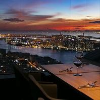 51階からの美しい眺望をご覧頂きながらお食事出来ます。