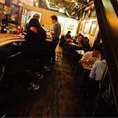 1F階段下にもテーブル席があります。すみっこ好きな方に人気です! ☆結婚式二次会やパーティー、貸切・記念日・ランチ・女子会に大人気、オススメです。天神・大名・福岡でビール ご飯 焼き鳥 焼鳥 焼肉 もつ鍋 居酒屋 チーズタッカルビ おすすめ 飲み放題 個室 カフェ 誕生日 肉 インスタ映え