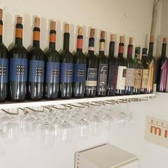 店主厳選のワインがずらりと並ぶ個室※個室は8000円以上のコース又は4名様以上からご利用いただけます。