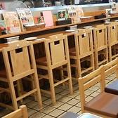 当店では、カウンター席もご用意致しております。お1人様での飲みや会社帰りにふらっと立ち寄ってのご利用などにぴったりのお席です。心地よい喧騒の中で、ゆっくりとお食事やお酒などをお楽しみいただけます。(写真はイメージです)