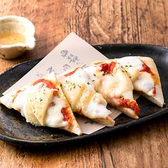 《ピザ》クワトロ・チーズのピザ はちみつ添え/モッツァレラチーズとアボカドの角ピザ