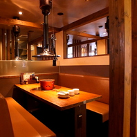 個室風テーブルソファ席は焼肉デートにもおすすめ