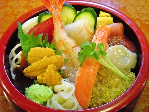 ゆったりとした空間でゆっくり味わえるお寿司屋さん。リーズナブルな価格で味わえる。