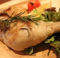 料理メニュー写真ホロホロ骨付き鶏もも肉のコンフィ