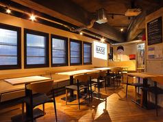 テーブル席は約20席。小規模なパーティーから、立食で50人までのパーティーに対応しています。臨機応変に席を変更できるのが好評です。