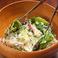 料理メニュー写真ロメインレタスとキヌアのシーザースサラダ