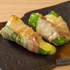 料理メニュー写真肉巻き串 ピーマンチーズ