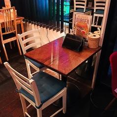 2名様用のテーブル席も用意しています♪