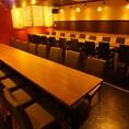 最大42名様対応可能な宴会用テーブル式完全個室です。楽蔵うたげ 京都駅前店は、JR・地下鉄京都駅1番出口より徒歩2分と交通アクセス◎の好立地、全席個室の店内は周りを気にせず盛り上がれる、大人数での宴会にうってつけの個室居酒屋です。各種宴会・飲み会に是非ご利用ください!