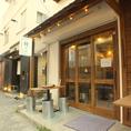 横浜駅西口 ダイエー向かいにある メガネ屋さんの角を曲がり 滝沢皮膚科の看板がある所の路上を入って行くと お店があります。