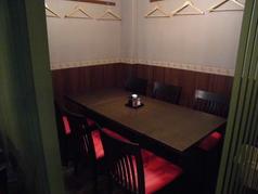 だるま屋「別館」は完全予約制/コース料理のみの営業となっております。【ご利用・ご検討の際は、直接店舗へ問い合わせて下さい】    全席テーブル席・全6卓・全てドレープで半個室に仕切る事が可能!!接待・会食・静かな飲み会のシーンにお使い下さい☆
