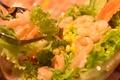 料理メニュー写真ぷりぷりエビサラダ