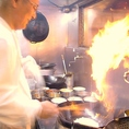 専属のシェフが調理するお料理の数々は、本場中国のお味そのもの!家庭では中々味わえない本格中華をリーズナブルに堪能できるのはここ、【紅虎餃子房】