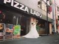 仙台国分町にOPENしたピザラボ。ワインボトルで作られたシャンデリアやガラス張りの壁など、おしゃれな店内はデートや誕生日・記念日、貸切宴会や結婚式二次会などにも最適です。