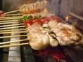 炭火でジューシーに焼き上げる焼き鳥も人気です。鶏料理専門店だからこそ鶏の美味しい食べ方を熟知しております。最高の焼き加減でご提供致します。