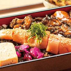 博多鶏ハラミ明太重(小鉢・漬物・味噌汁付)