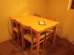 テーブル同士をくっつけて、ご利用いただくことももちろん可能です♪
