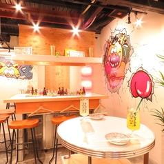 テーブル席♪デートにぴったりの2名席も!!どこで撮っても映える空間♪是非ご利用ください☆♪【梅田#大衆酒場#個室#ランチ#誕生日#肉#デート#女子会】